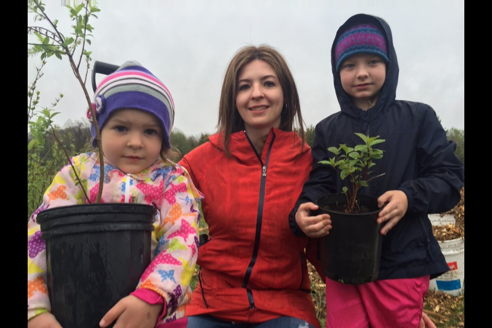 Kailee Rogers with her young tree planters Peyton, 7 and Samantha, 4. Sue Sgambati/BarrieToday