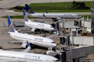 United raising limit on payments to bumped flyers to $10,000