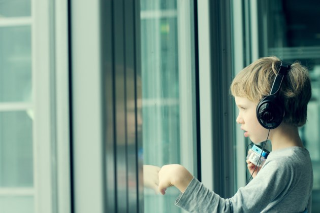 boy window headphones