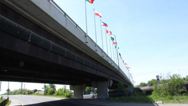 110614_JM_paris_street_bridge