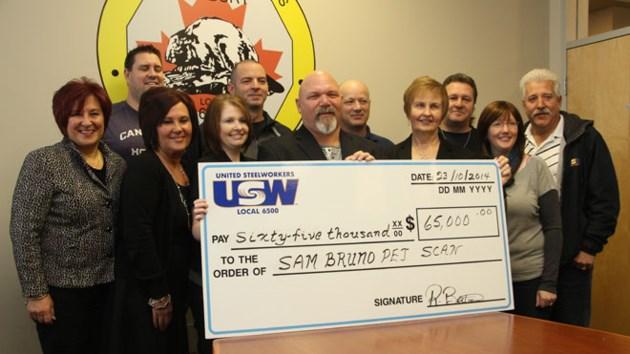 181114_JM_steelworkers_donation