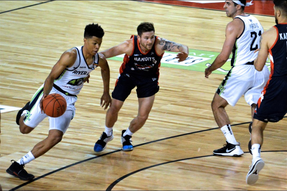 Trae Bell-Haynes breaks around the outside. Stephen Dyell / Thorold News